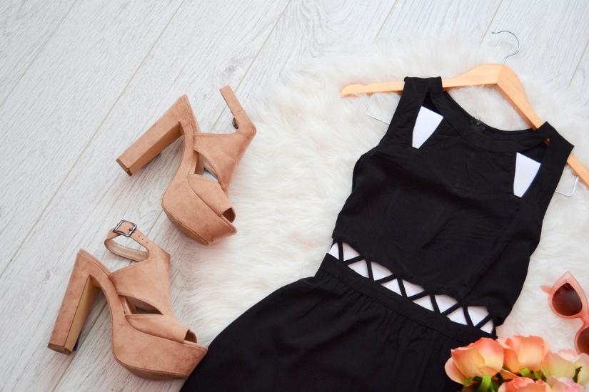 8ba65b4c42 Jakie buty do czarnej sukienki  Propozycje na każdą okazję - Allani ...