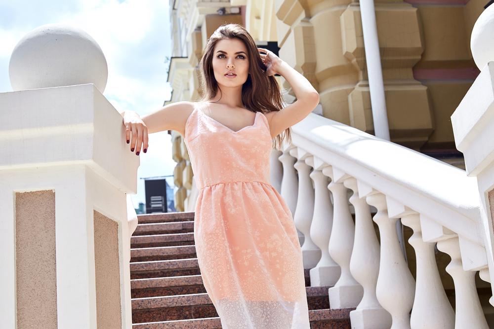 92f1fd49bb Gotowe stylizacje na wesele 2019 dopasowane do Twojej figury. Sukienka ...