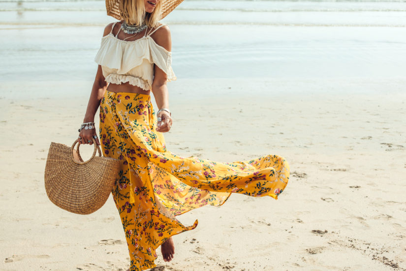 c71b97209281db Moda plażowa na lato 2019 to oczywiście stałe elementy, takie jak stroje  kąpielowe, modne tuniki, wygodne buty i stylowe akcesoria.