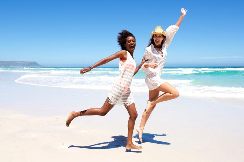 Moda plażowa na lato 2019 łączy modne wzory i wakacyjną swobodę!