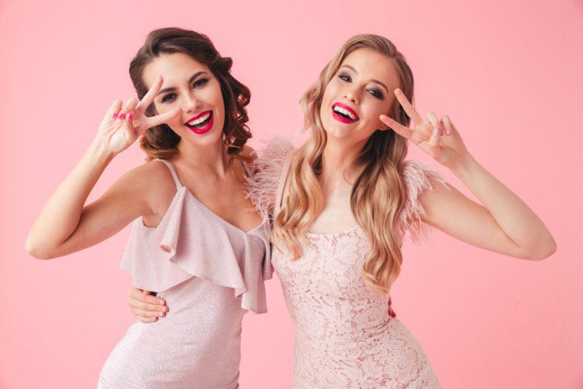 5f371617f1 Najmodniejsze sukienki na wesele 2019 to modele z oryginalnymi zdobieniami  i w pięknych kolorach!