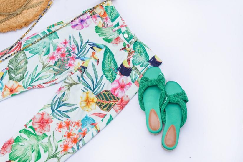 modne wzorzyste spodnie