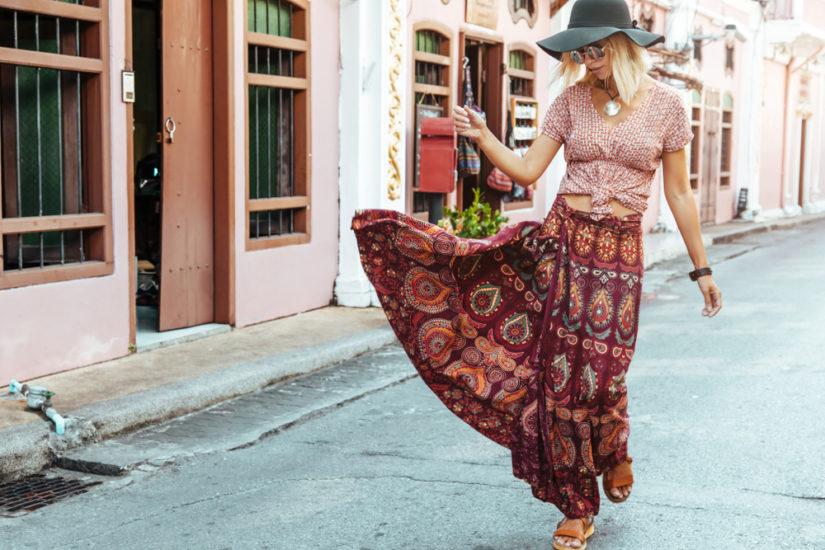 Długie spódnice na lato 2019 w etniczne wzory, plisowane i wiązane będą przebojem tego sezonu!