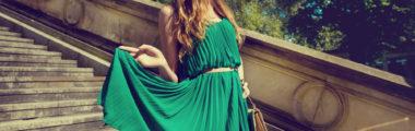 Dodatki do zielonej sukienki świetnie prezentują się zarówno w soczystych kolorach, jak i w bardziej stonowanej wersji.