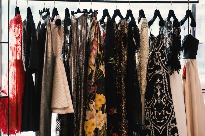 Tanie sukienki na wesele – sprawdź nasze propozycje!