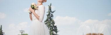 Sukienki na ślub cywilny to zarówno modele przed kolano, jak i maxi!