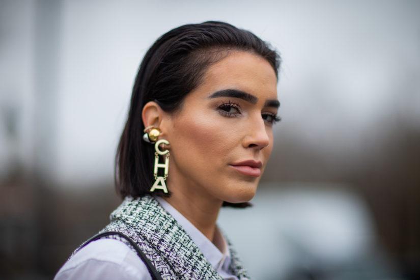 Modna biżuteria jesień/zima 2019-2020 to akcesoria, które są okazałe i przyciągają wzrok!