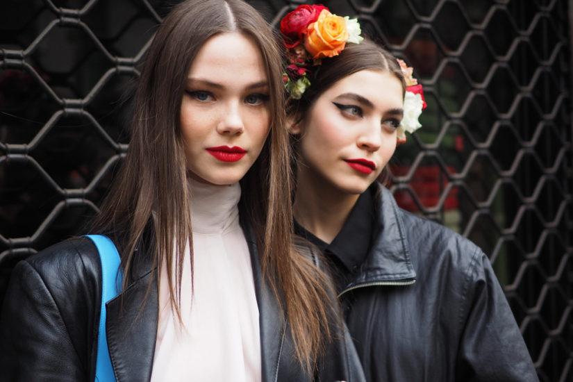 Modny makijaż jesień-zima 2019/2020 to akcent na oczy, ale też wyraziste usta!