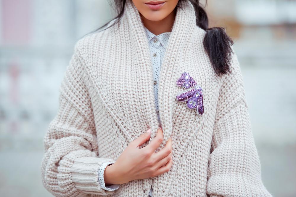 Modne swetry jesień zima 20192020 – stylowe i ciepłe