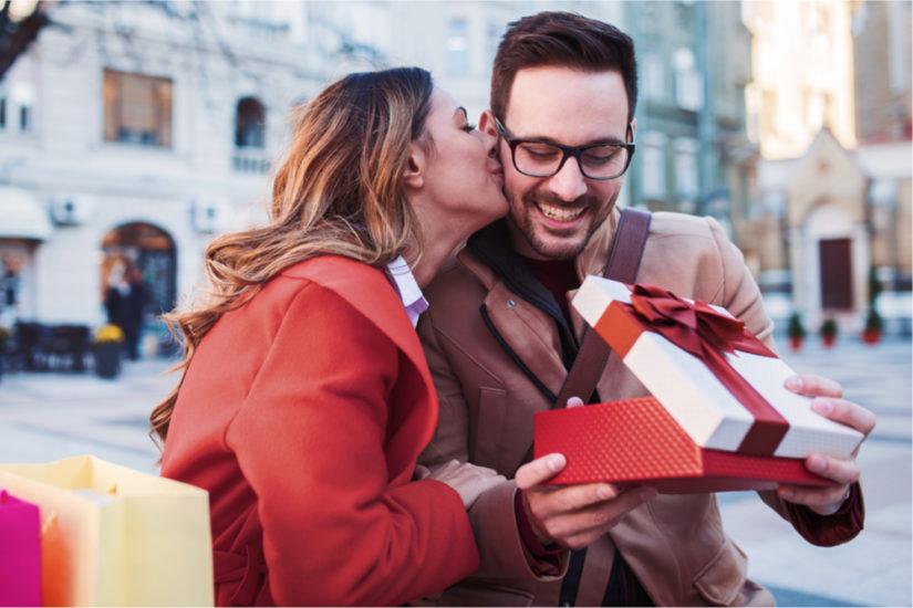 Jakie stylowe prezenty na Dzień Chłopaka spodobają się Twojemu mężczyźnie?