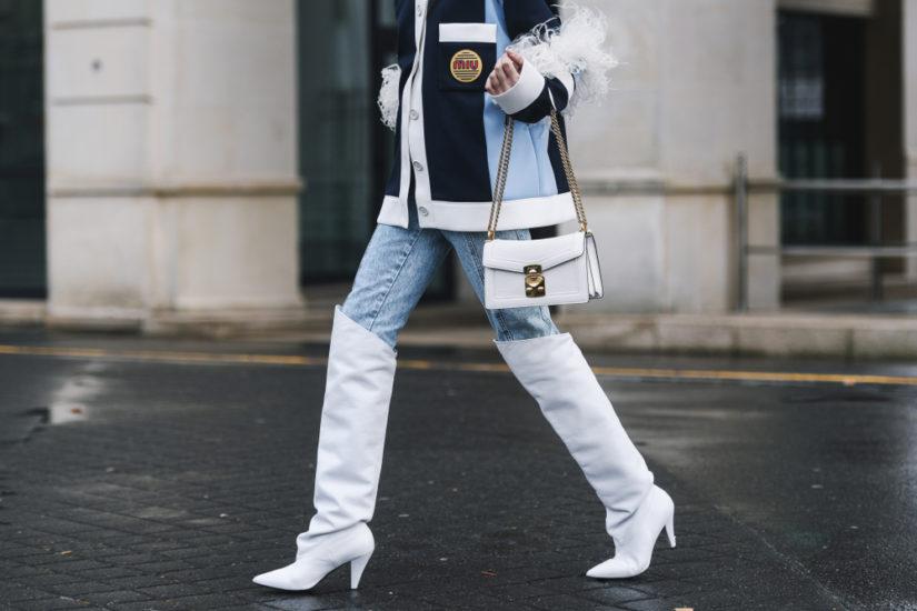 Modne kozaki za kolano - stylizacje na sezon 2019/2020 z nimi w roli głównej to hit z wybiegów i ulic!