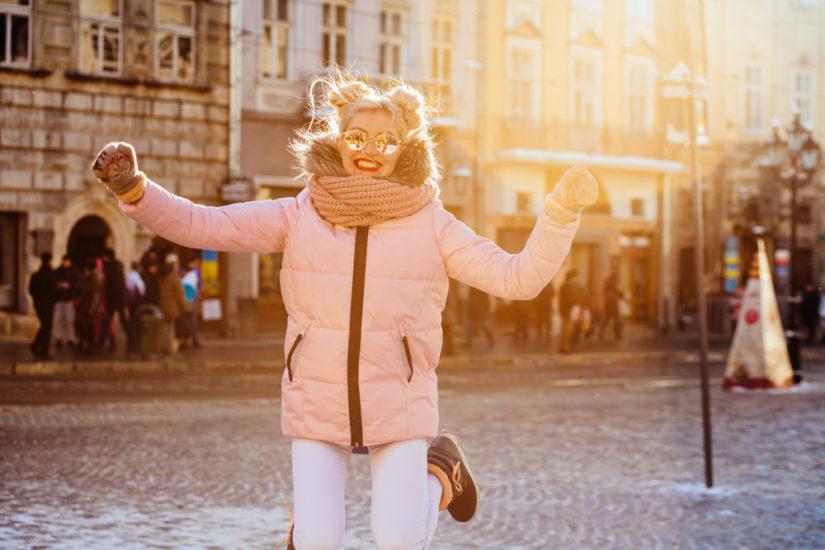 Modne kurtki zimowe damskie? Wyprzedaż pozwoli ci znaleźć najmodniejsze i najbardziej uniwersalne modele!
