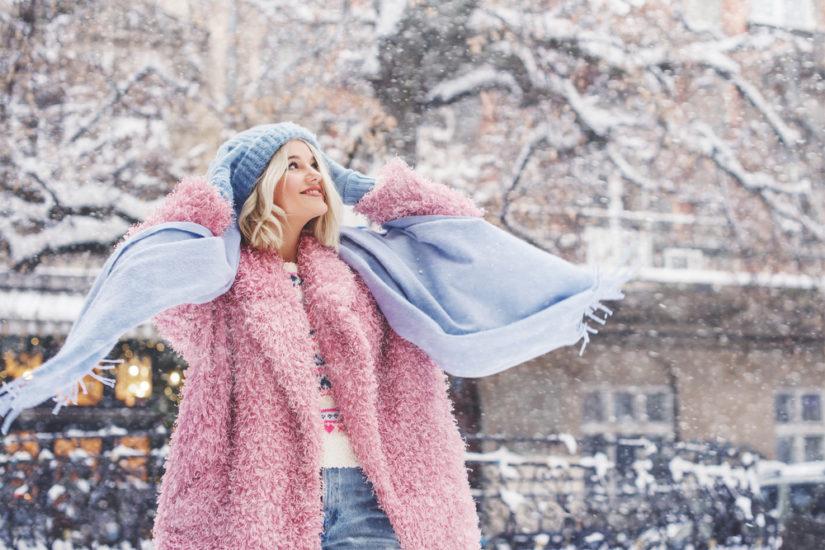 Płaszcze zimowe damskie - wyprzedaż najmodniejszych fasonów pozwoli ci znaleźć wymarzony model!