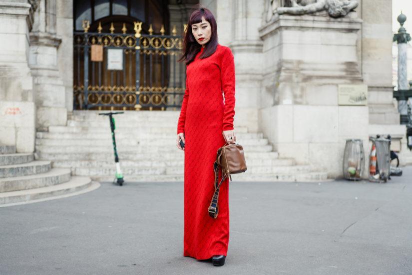 Ciepłe i modne sukienki na zimę? To możliwe! Odkryj modne fasony.