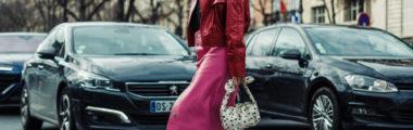 Efektowna skórzana spódnica podbija kolekcje jesienno-zimowe 2019/2020 zwłaszcza w eleganckim wydaniu.