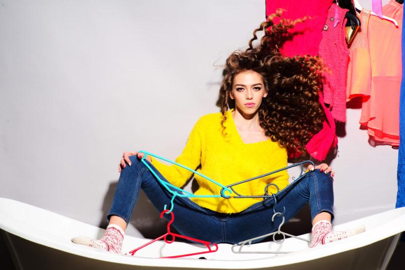 Twoim problemem są elektryzujące się ubrania? Sprawdź sprawdzone sposoby na poradzenie sobie z nimi!