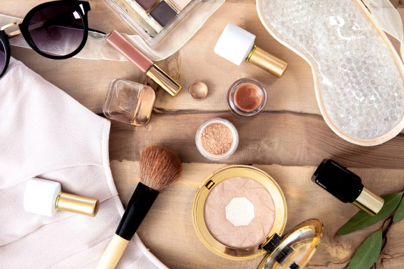wyprzedaż kosmetyków do makijażu
