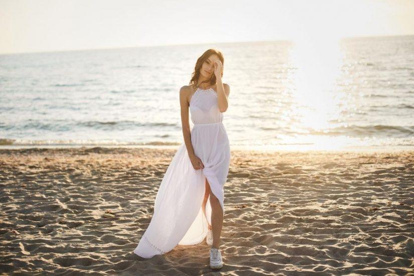 Białe sukienki na lato to niezmienny hit gorącego sezonu