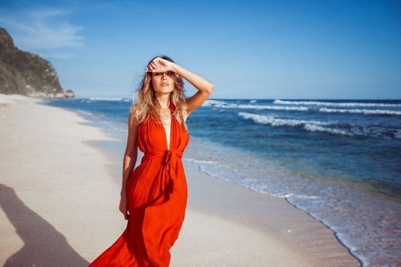 Odkryj modne sukienki plażowe na upały!