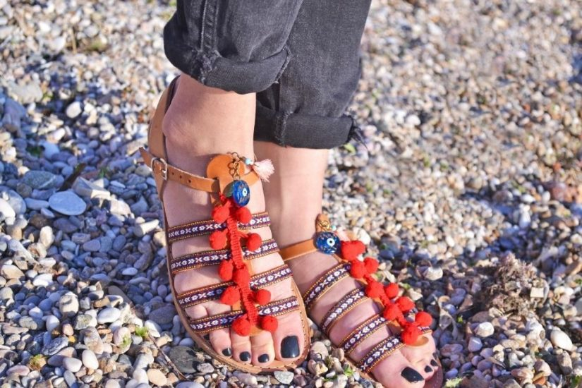 Sandały boho świetnie prezentują się w letnich stylizacjach!