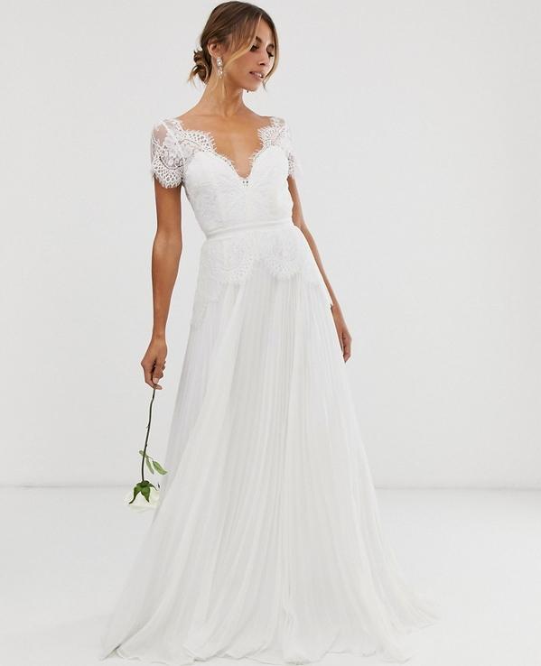 Modne suknie ślubne kupisz w sklepach wysyłkowych