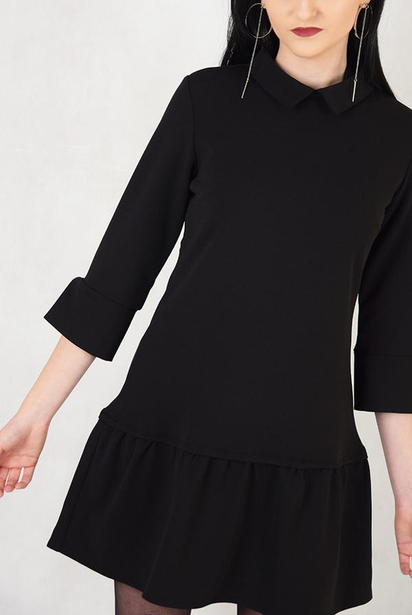 Zobacz wyjątkową czarną sukienkę do pracy, która sprawdzi się jesienią