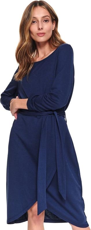 Koszulową sukienkę midi założysz nie tylko do pracy, ale także na spotkanie biznesowe