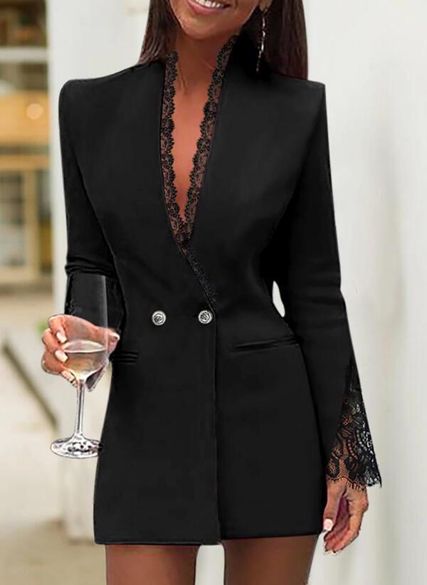 Czarna sukienka mini będzie odpowiednia na mniej formalne okazje