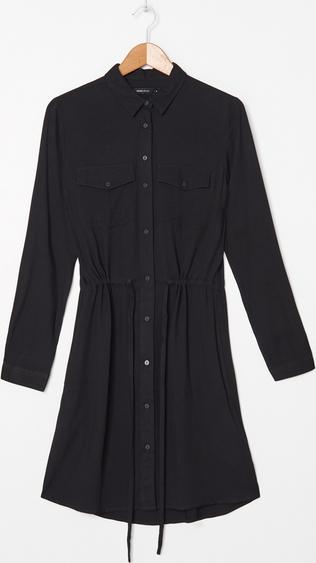 Czarna sukienka koszulowa to modny i wygodny wybór na codzienne wyjścia