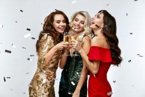 Odkryj sukienki na sylwestra 2020/2021, które pomogą zamienić wieczór w wyjątkowy!