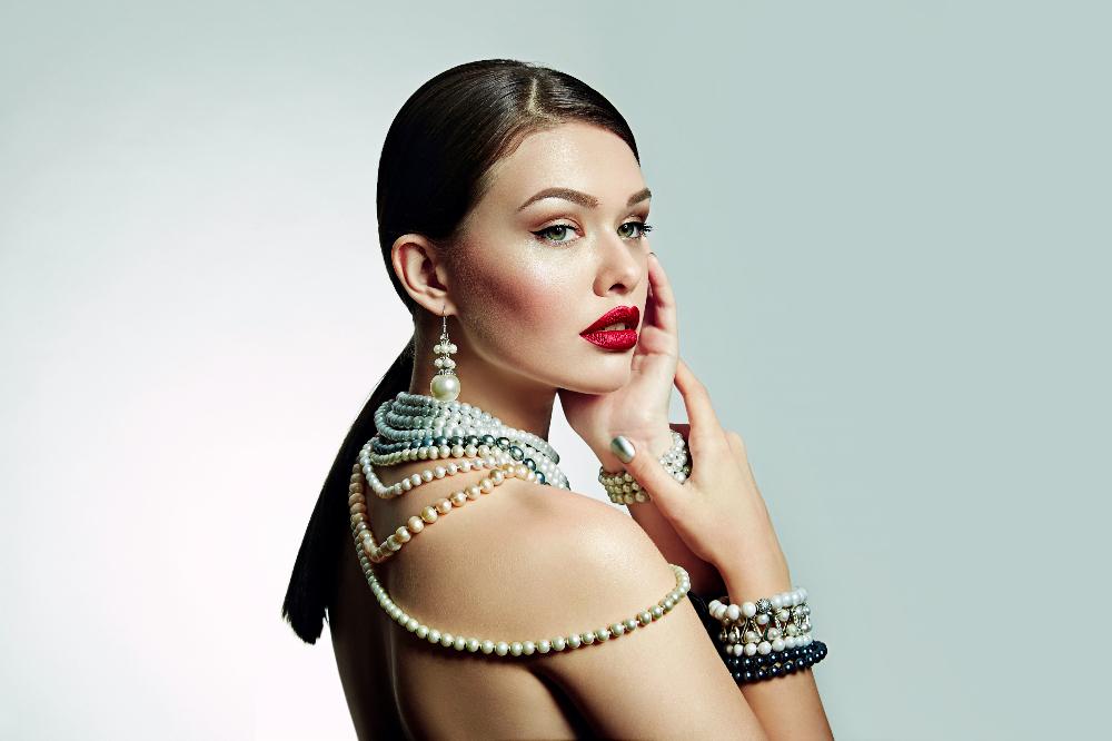 Perłowa biżuteria to świetny dodatek do każdej stylizacji