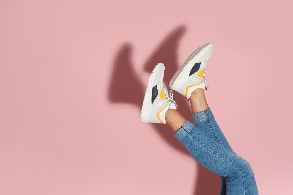 Damskie sneakersy na wiosnę i lato z wyprzedaży