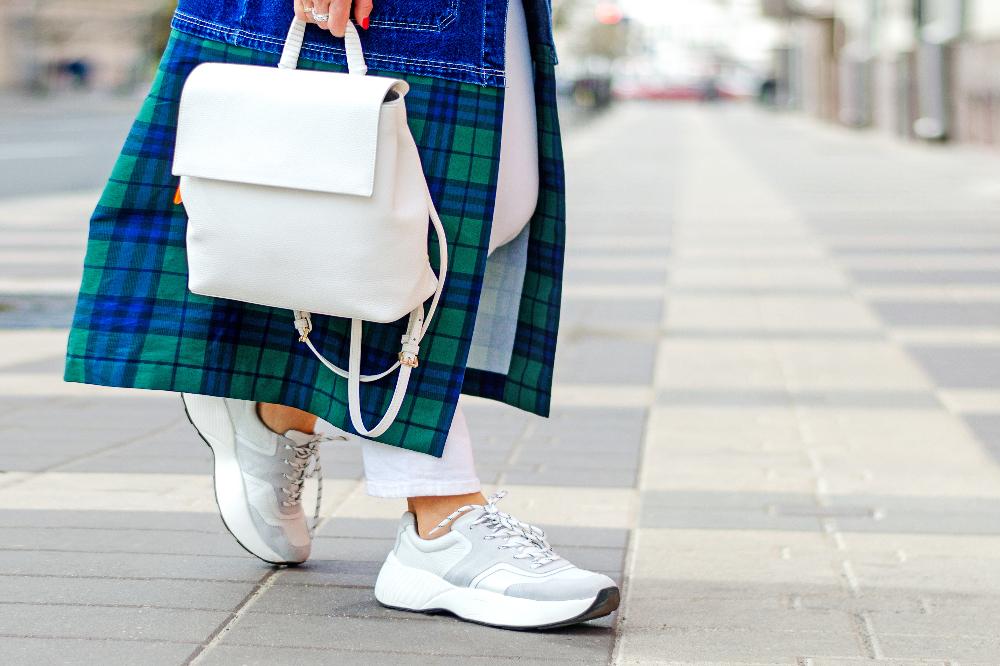 Tanie sneakersy damskie z wyprzedaży na wiosnę i lato 2021
