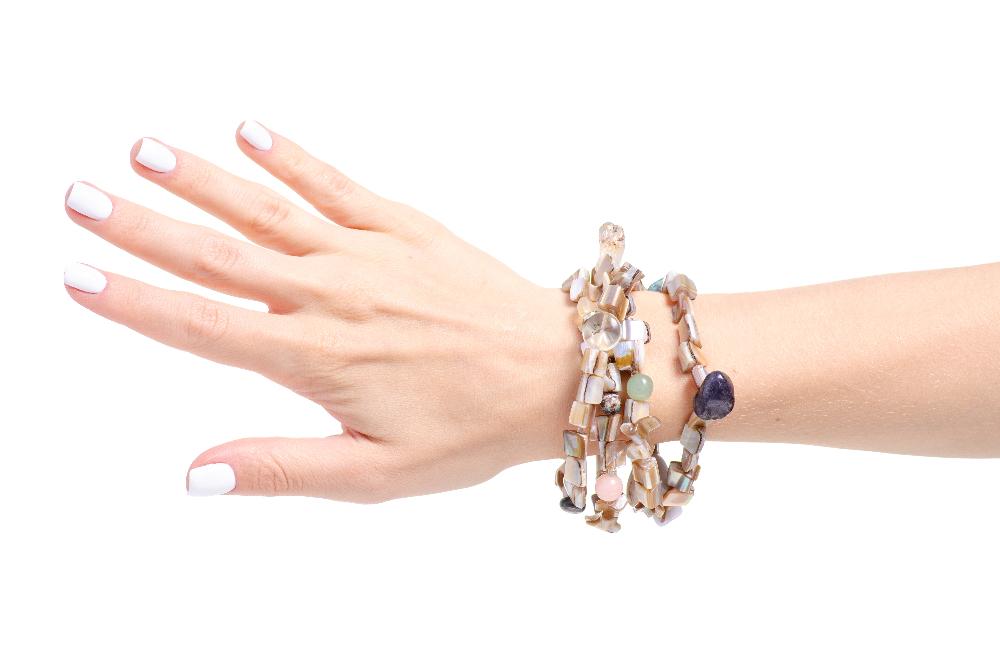 Modne bransoletki dla każdej kobiety