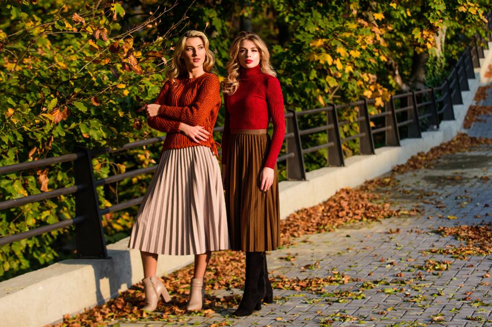 Plisowana spódnica to ponadczasowy hit w damskiej modzie