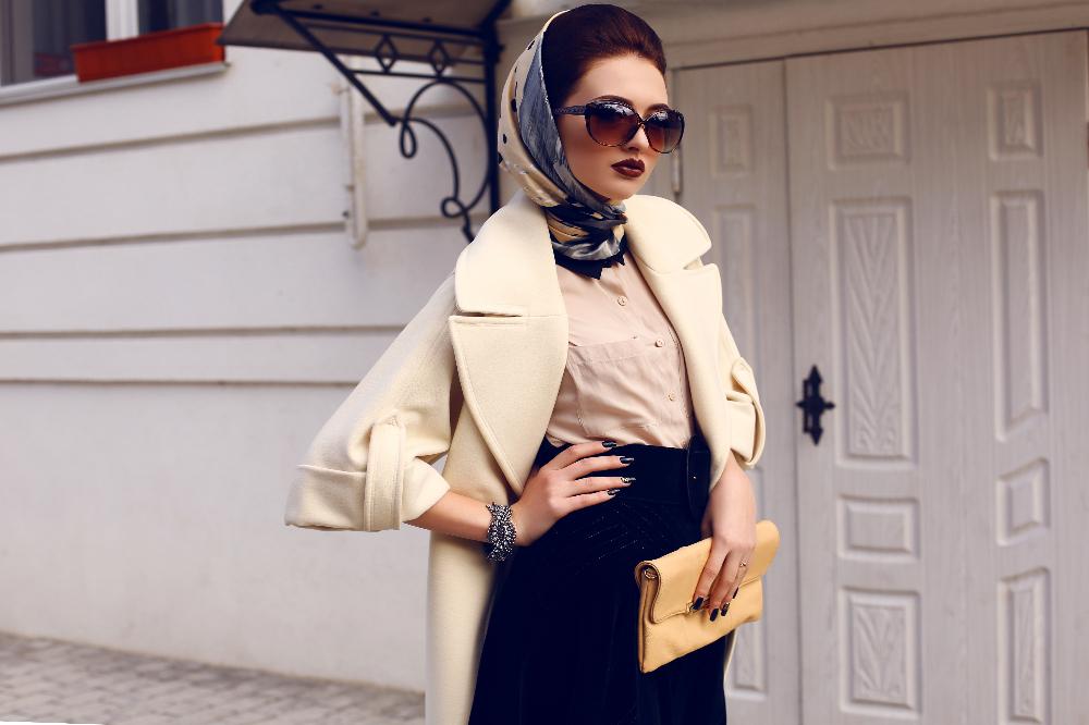 Sprawdzone sposoby na wiązanie modnej chusty