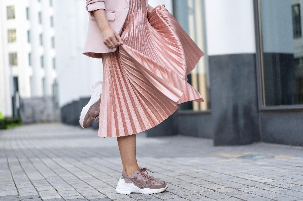 Modna i różowa stylizacja na wiosnę 2021