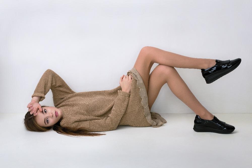 Proste sukienki na wiosnę 2021 to idealna propozycja dla każdej kobiety