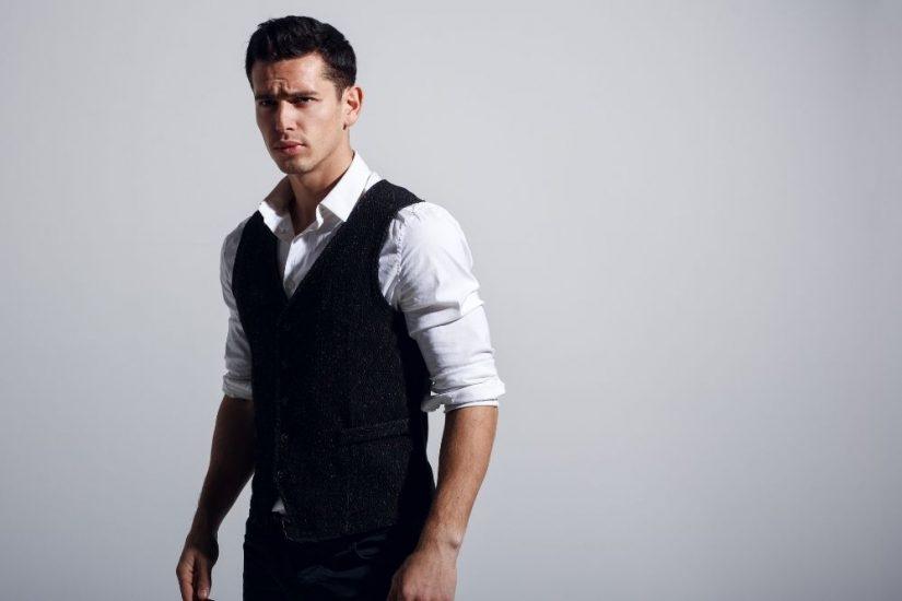 Kamizelka męska – jak nosić ją w casualowych i eleganckich stylizacjach?