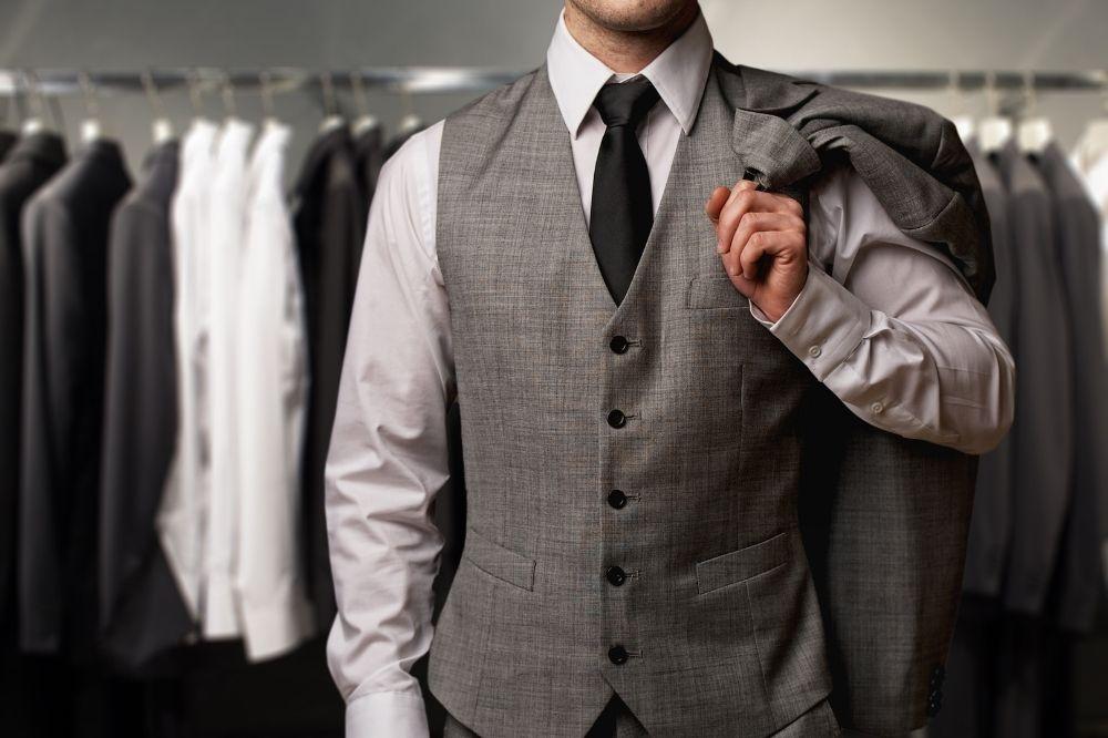 Kamizelka męska i garnitur to duet idealny. Sprawdź, jak je nosić!