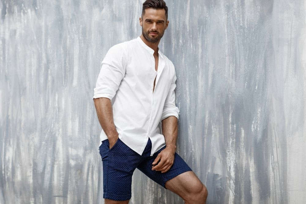 Jak nosić klasyczne szorty męskie?