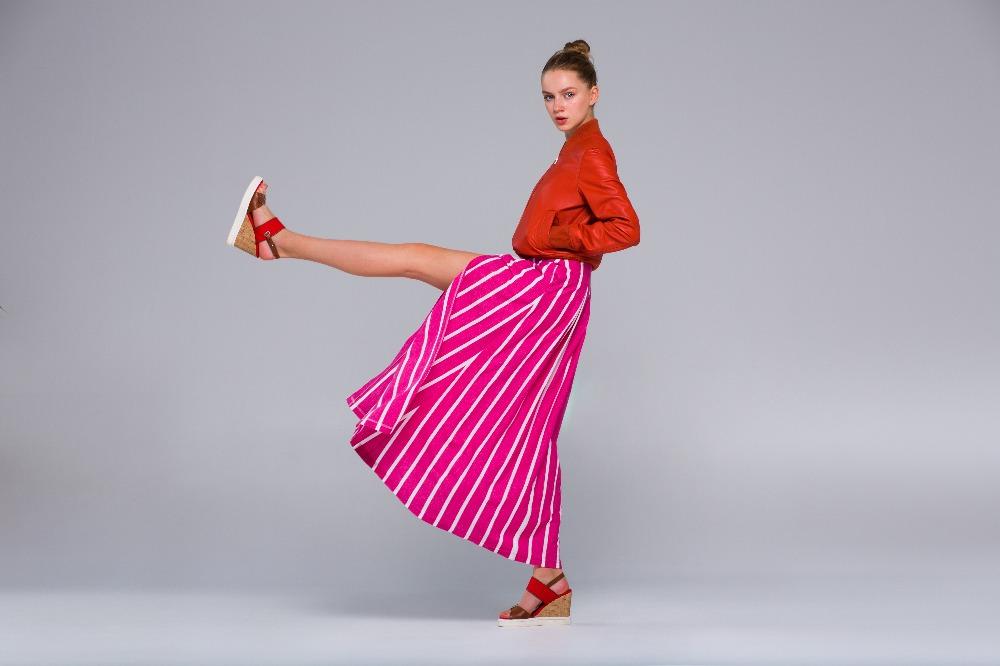 Tanie sandały damskie na koturnie to modna alternatywa dla modeli na szpilce