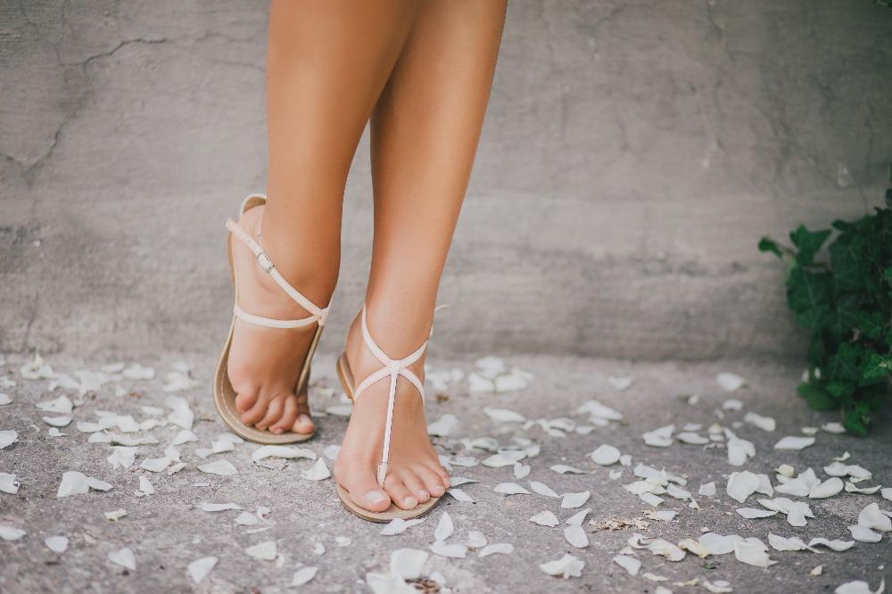 Tanie sandały-japonki damskie to znakomita propozycja dla fanek minimalizmu