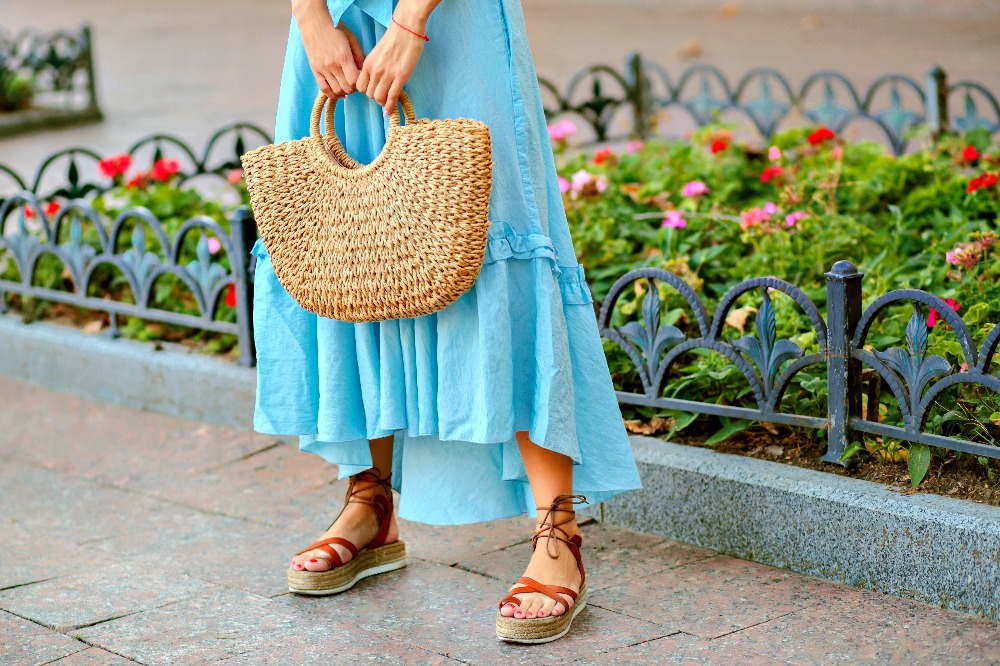 Tanie sandały damskie ze skóry? Sprawdź, jak ich szukać