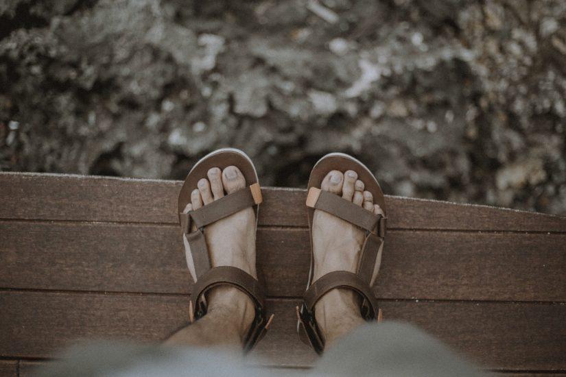 Jak nosić sandały męskie?