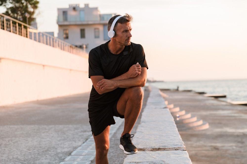Jak nosić sportowe szorty męskie?