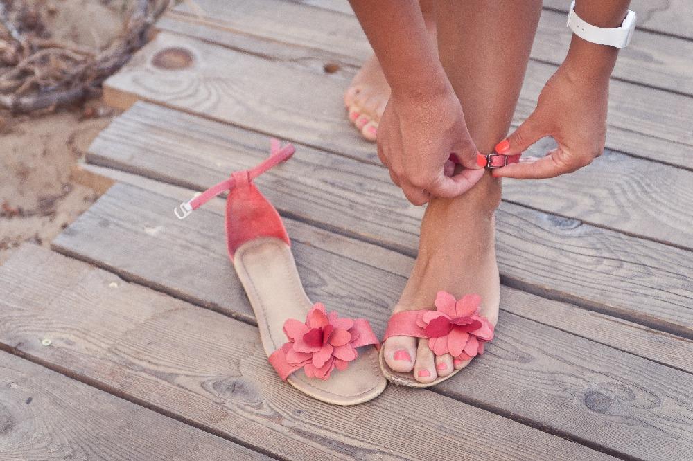 Znalezienie tanich sandałów damskich do 75 zł nie sprawi ci żadnego problemu