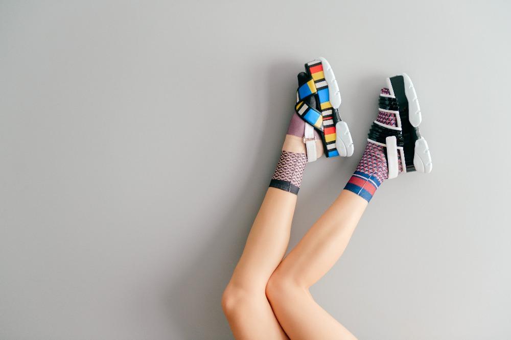 Tanie sandały damskie w stylu sportowym to połączenie modnego wyglądu z maksymalną wygodą