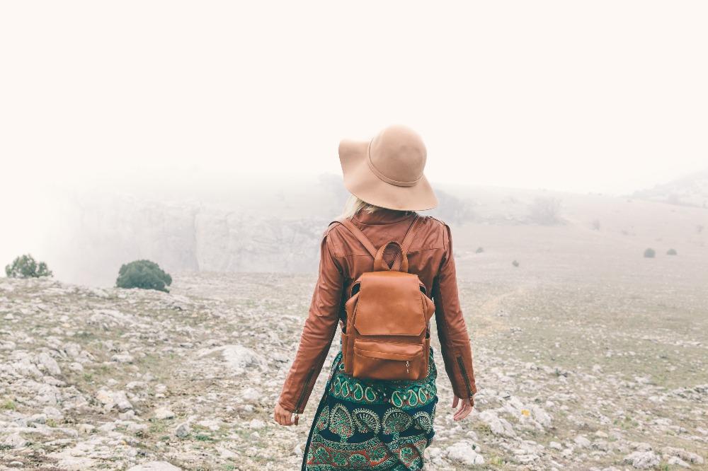 Torebka-plecak świetnie wygląda w towarzystwie ubrań w stylu boho