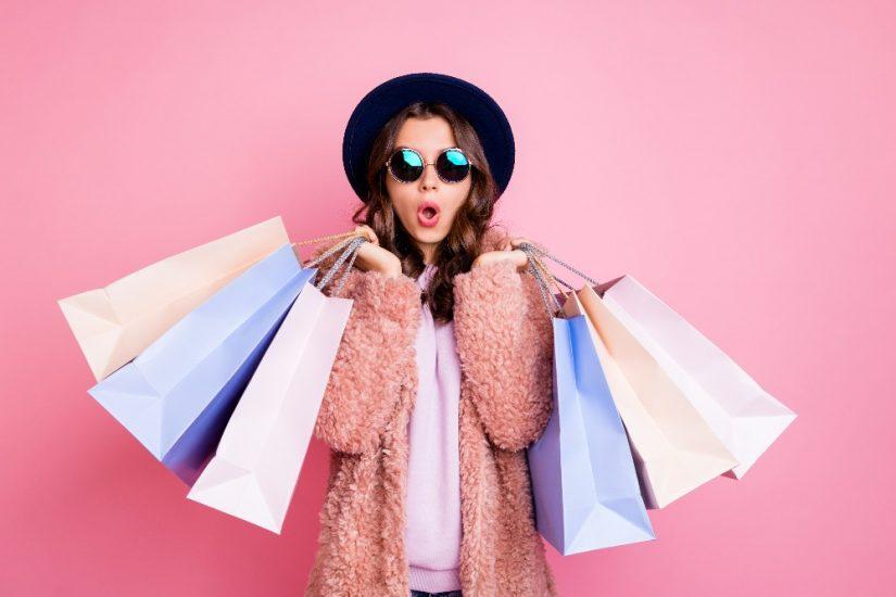 Płaszcze damskie wiosenne z wyprzedaży 2021 to najlepszy sposób na stylową oszczędność pieniędzy